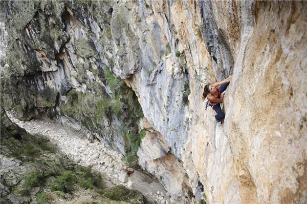Nina Caprez su Hotel Supramonte (400m, 8b), Gola di Gorroppu, Sardegna, Stefan Schlumpf