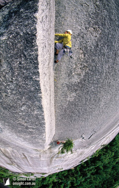 Abby Watkins on the infamous Split Pillar pitch (pitch 6, 5.10b), of the Grand Wall, (10 pitches, 5.11a) on the Stawamus Chief, Squamish, BC, Canada, Simon Carter, www.onsight.com.au