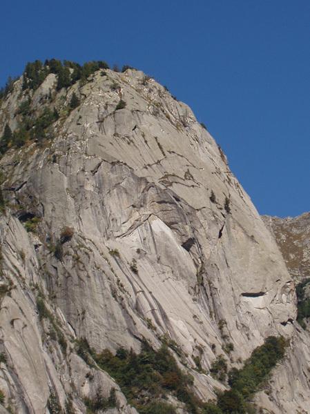 La parte alta del Pricipizio degli Asteroidi, il guardiano della Val di Mello, Andrea Gaddi