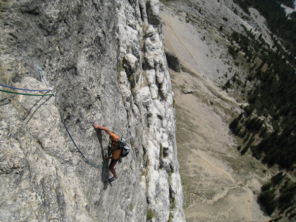 Evaristo Rizzotto climbing the fifth pitch of Roberta 83, Dolomites., Alberto De Giuli