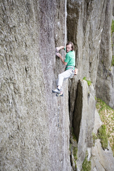 Dave MacLeod sulla via The Indian Face, E9 6c durante il tentativo nel 2007, Hot Aches