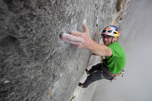Iker & Eneko Pou on Solo per vecchi guerrieri, the super route first ascended by Manolo on the N Face of
