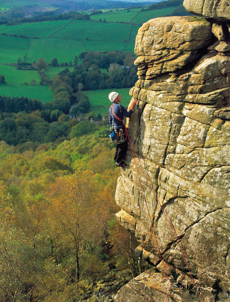 Chequers Buttress HVS 5a, Froggatt Edge, Inghilterra, Adam Long