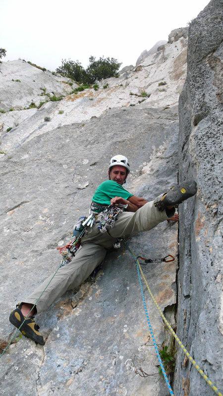 Maurizio Oviglia sul 4° tiro di Camaleontica, arch. R. Larcher - M. Oviglia