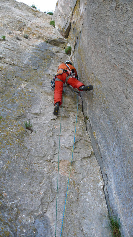 Rolando Larcher on the final, 8th pitch of Camaleontica, arch. R. Larcher - M. Oviglia