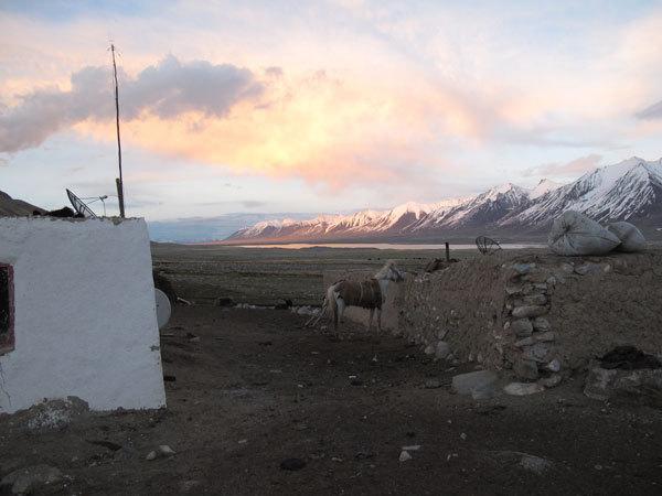 Chlap e il Lago Chaqmaqtin sullo sfondo, arch. A. Torretta