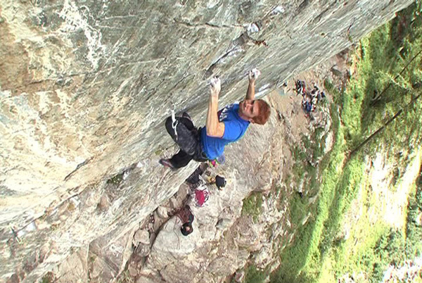 Gabriele Moroni during the first ascent of Elementi di disturbo 8c+ at Gressoney, Marzio Nardi