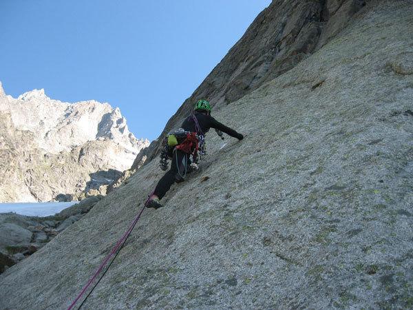 Su L1 di Le manteau de l'Eveque (Aiguille de l'Eveque, Monte Bianco), arch. R. Roetti