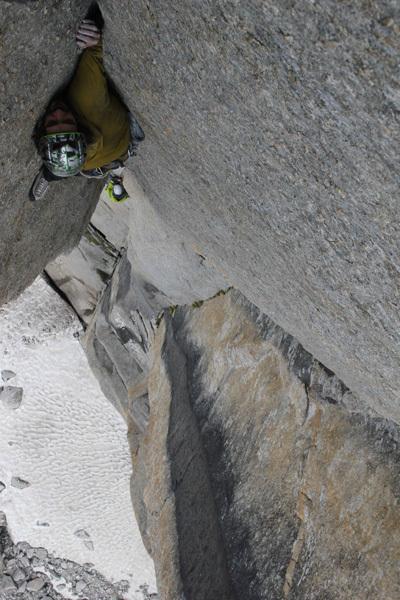Leopoldo Faria climbing an off-width, arch Leopoldo Faria