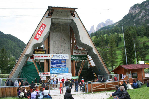 La struttura di arrampicata di Campitello di Fassa, arch. Val di Fassa Climbing