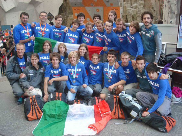 La nazionale italiana di arrampicata sportiva ai campionati del mondo giovanili di Edimburgo 2010, arch. FASI
