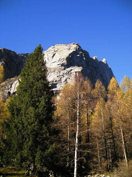 The impressive Precipizio degli Asteroidi, Val di Mello, Italy, arch. Ragni Lecco
