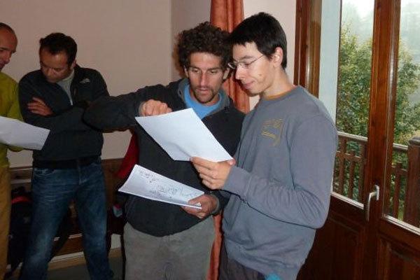 Mauro Calibani e Michele Caminati studiano i massi., arch. A. Giorda