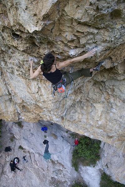 Josune Bereziartu climbing Powerade 8c+, Vadiello, Rikar Otegui