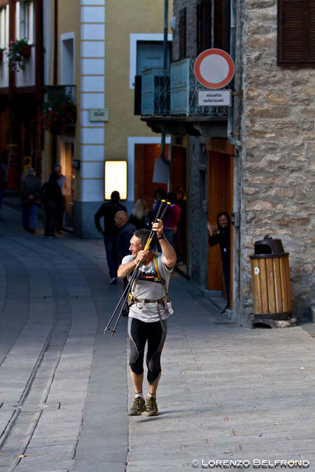Stevie Haston arriving in a Courmayeur after having completed the 330 km of the Tor des Geants 2010, Lorenzo Belfrond