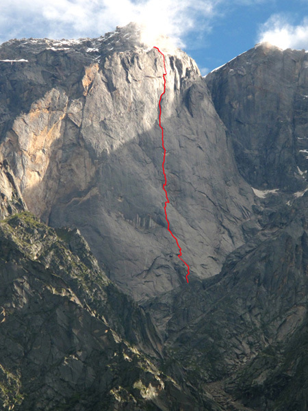 The line of Naufragi (1050m, A4+/6a+) in the Kinnaur Valley, India, Marc Martin Linea