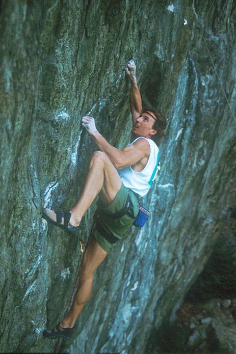 Climbing at Cubo, Planetmountain.com
