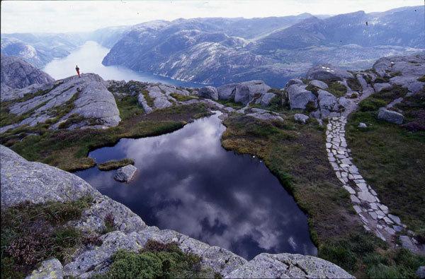 Un trekking a tappe che percorre il bordo dei più famosi fiordi norvegesi., Voglino - Porporato