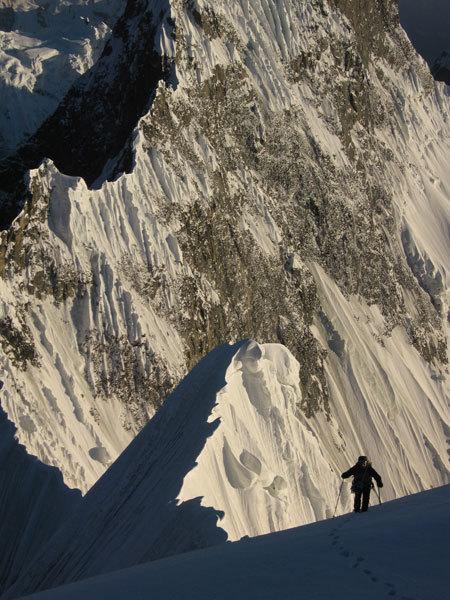 Simone Moro a 6450 m sul Beka Brakai Chhok, Hervé Barmasse