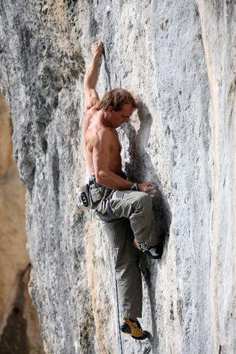 Simone Moro climbing, arch. Simone Moro