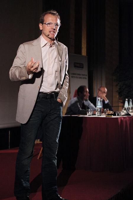 Simone Moro giving a lecture, arch. Simone Moro