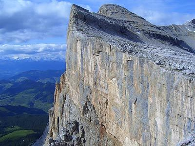 A view onto the Pilastro di Mezzo on Sass dla Crusc, Dolomites, Planetmountain.com