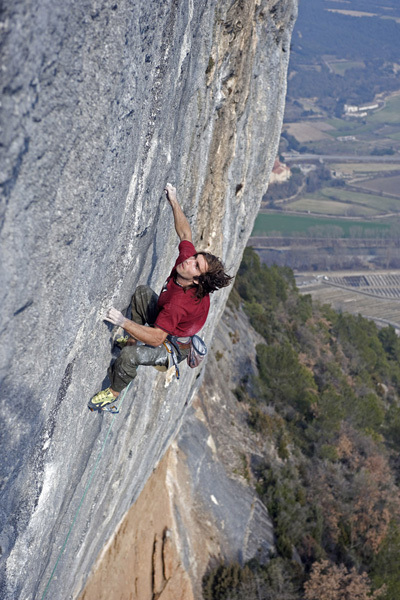 Chris Sharma on Pachamama (9a+) Oliana., Pete O'Donovan
