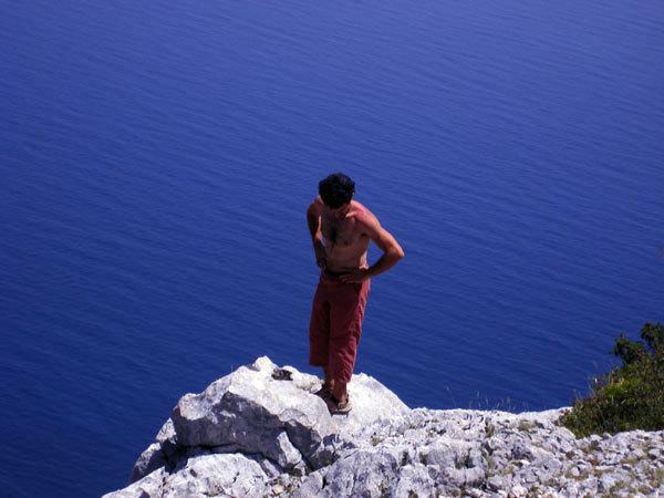 """In cima (al mare). Oltreconfine, Parete """"Amor de Mi Vida"""", M.te Ginnircu, Sardegna, arch. Ragni di Lecco"""