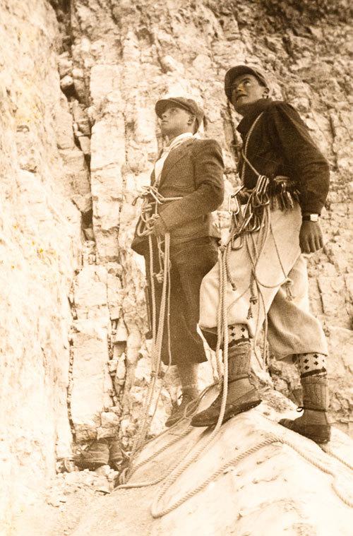 Carletto Alverà ed Ettore Costantini, nel 1941, all'attacco della Dimai - Comici alla parete Nord della Cima Grande di Lavaredo, arch. fam. Carletto Alverà
