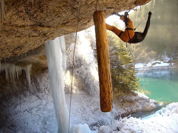 Drytooling alla Grotta del Lupo, Gianmario Meneghin