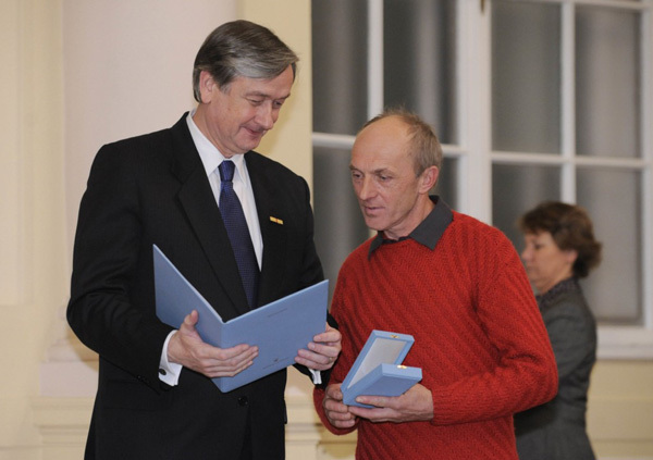 Francek Knez receiving the Order of Merit from Slovenian President Dr. Danilo Tuerk, Bor Slana-Bobo