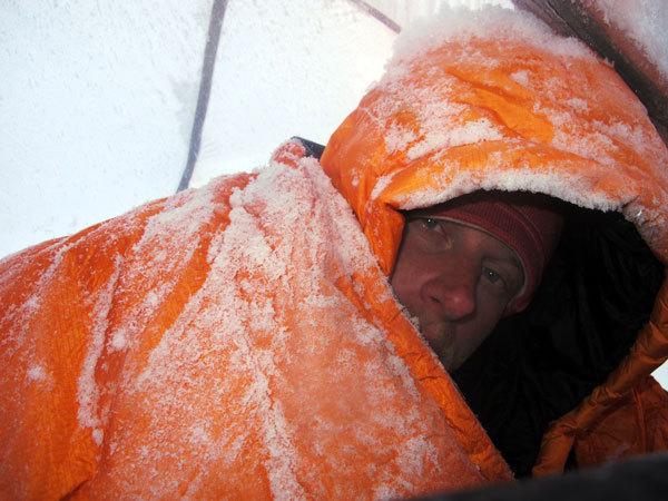 Cory Richards al risveglio al C2 a 6500m, arch. S. Moro, D. Urubko