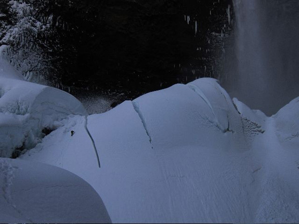 Tim Emmett negotiating the crevasse to reach the start of Spray On at the Helmcken Falls, Canada, 01/2011, Gadd/Emmett collection