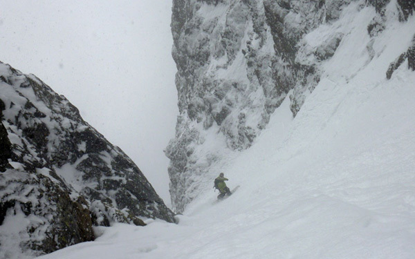 Snowboarding down the SW couloir of Col du Brouillard, Davide Capozzi
