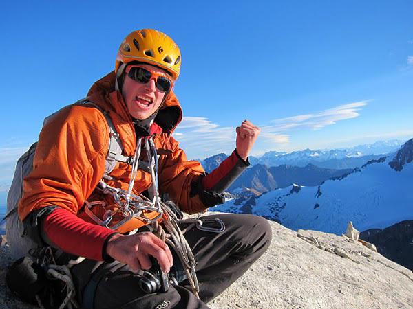 Neil Kauffman in cima a Aguja Desmochada, Patagonia, Kauffman & Wharton