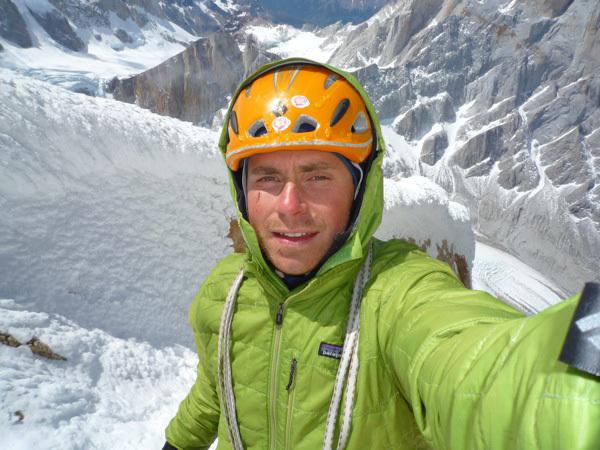 Colin Haley - autoscatto durante la prima solitaria di Cerro Standhardt, Patagonia, lungo la via Exocet (500m, WI5, 5.9)., Colin Haley
