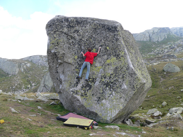 Giuliano Cameroni - bouldering at the Gotthard Pass, archivio Cameroni