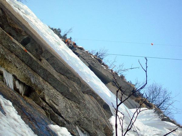 Sul muro di Aerofagia - Il piccolo scozzese (III WI 4+°, 115m), Val di Saviore/Val Adamè, Gruppo Adamello-M.te Fumo., arch. Damioli, Rivadossi