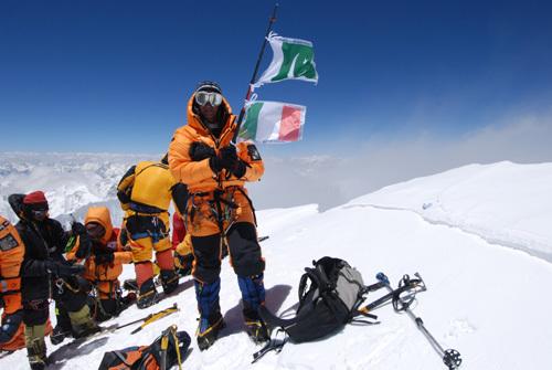 Silvio Mondinelli in vetta al Broad Peak suo 14° Ottomila., arch. Mondinelli