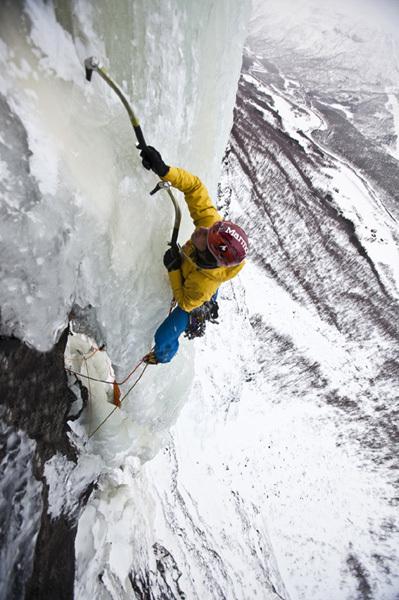 Albert Leichtfried climbing Remember Mi WI7-/M8, Hannes Mair