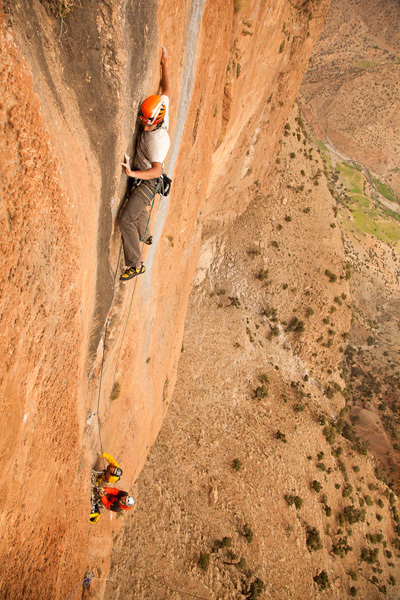 Aymeric Clouet equipping the first part of pitch 3 of Walou Bass in Taghia, Bertrand Delapierre