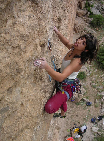 Zeynep Ince prova Transaladaglar (7c+) - Kaziliki Valley, Recep Ince