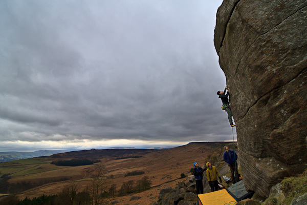 Unfamiliar (E8 6c) at Stanage, achivio Michele Caminati