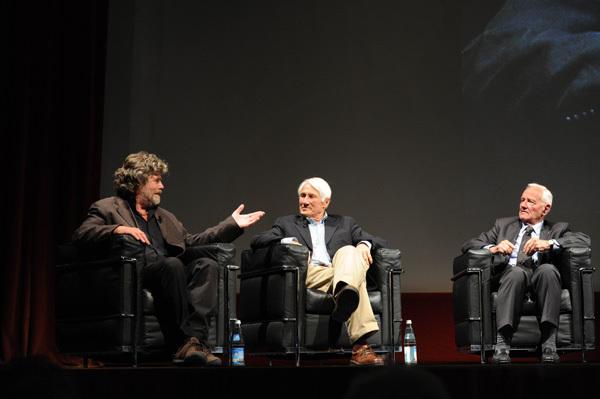 Reinhold Messner, Walter Bonatti e Pierre Mazeaud durante la serata Montagna pericolo ed esposizione della 59ma edizione del Trento Film Festival 2011, Dino Panato / TrentoFilmfestival 2011