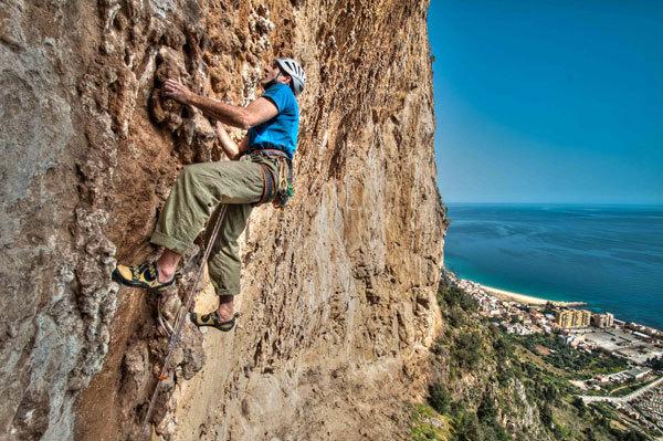 """Rolando Larcher su Pompa funebre - Monte Pellegrino - Parete dei Rotoli, Sicilia, Giampaolo Calzà """"Trota"""""""