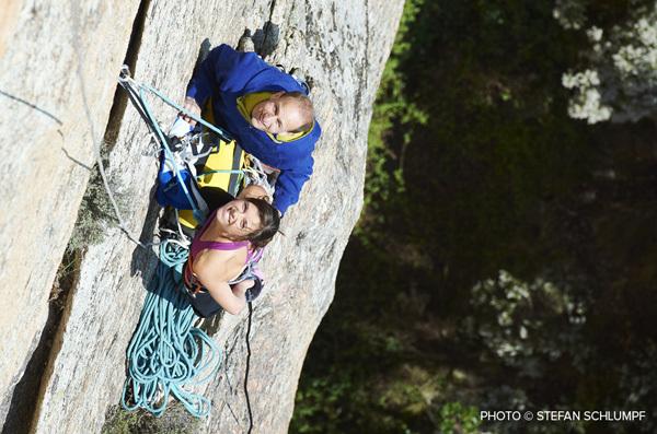 Cédric Lachat e Nina Caprez su Délicatessen, Punta d'u Corbu a Col de la Bavella, Corsica, Stefan Schlumpf