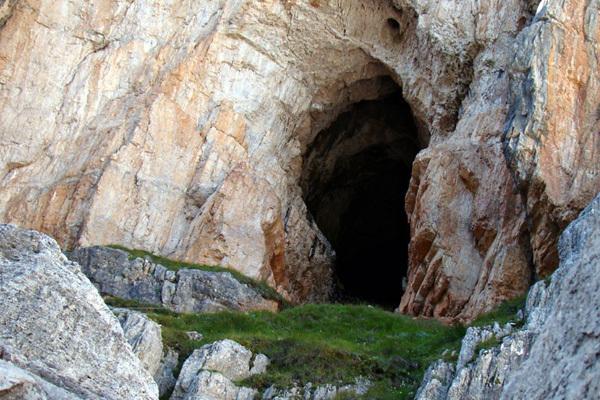 The Grotta di Tofana, Enrico Maioni