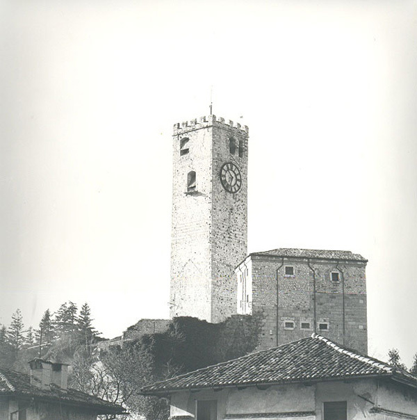 Il Castello di Gemona prima del 1976 , archivio Massimo Candolini