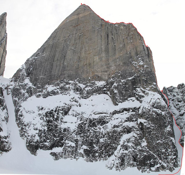 La formidabile Shark's Tooth in Groenlandia e la linea di Dance on Tiptoes (1210m, VII A2, 6c) scelta da Alexander Ruchkin e Mikhail Mikhaylov nel maggio 2011., Mikhaylov & Ruchkin