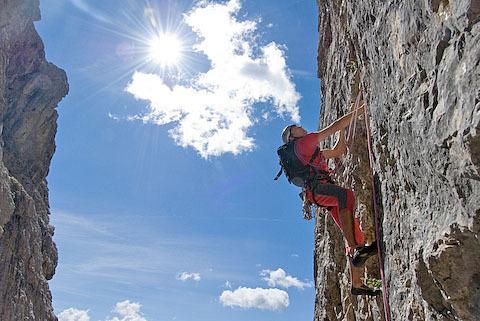 Sul terzo tiro della nuva via aperta da Paolo Da Pozzo e Giuseppe Ghedina sul Co dei Bos (Falzarego, Dolomiti), Giuseppe Ghedina